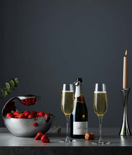 Celebrate date night in style with our contemporary wine glasses and toasting flutes